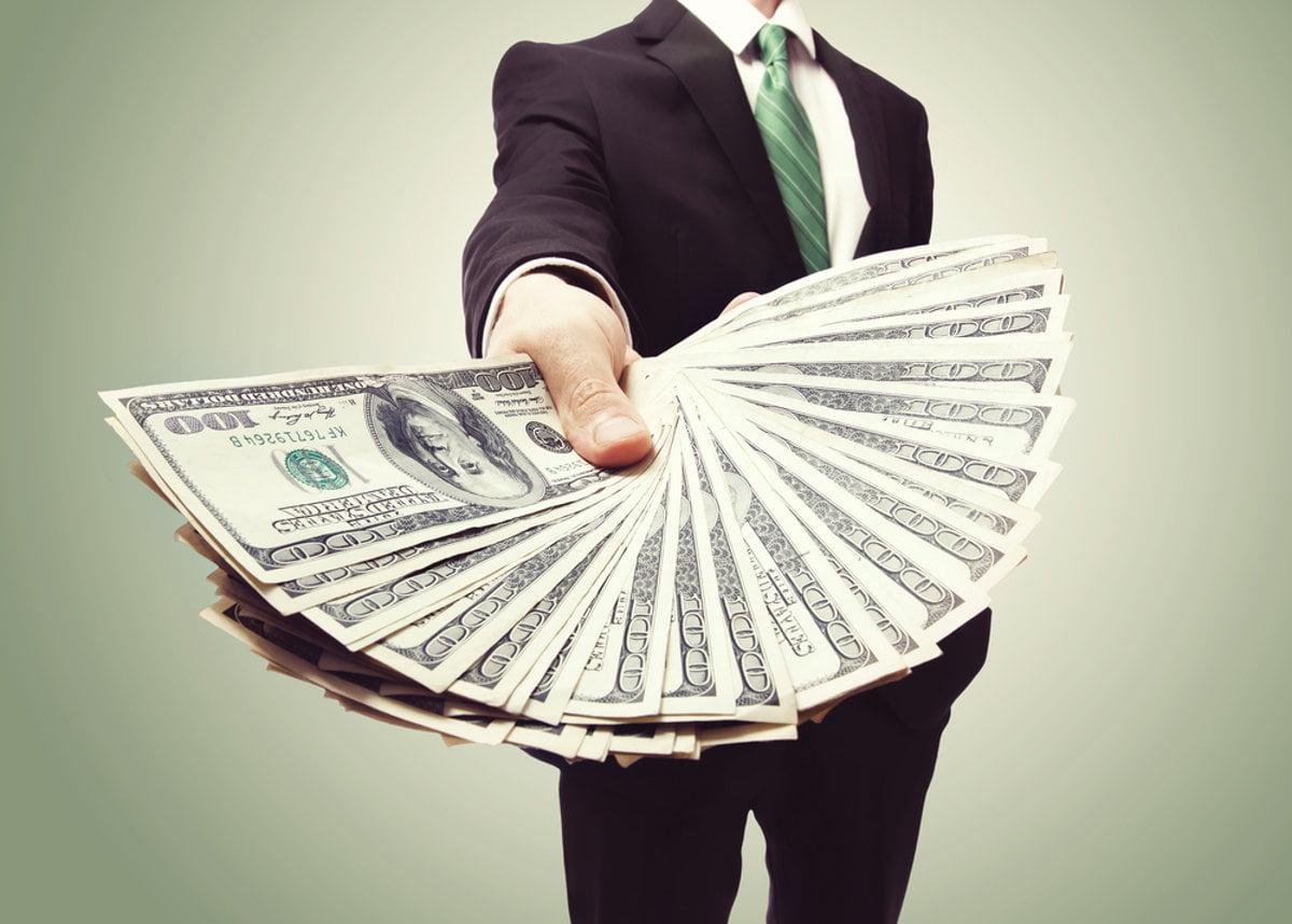 Ter crédito, dinheiro e câmbio fora do país