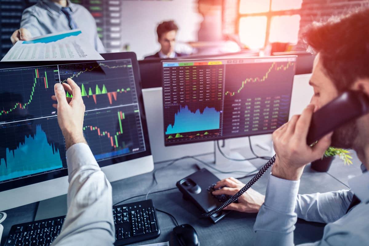 comprar dólar, trocar ou transferir moeda estrangeira no mercado de câmbio