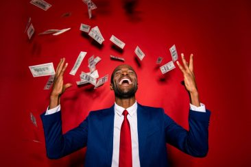 Por que o mundo funciona vendendo e comprando dólar hoje?