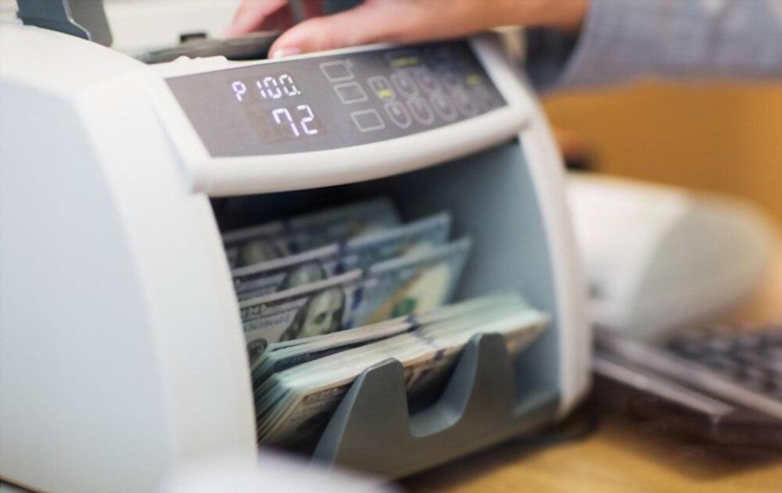 5 benefícios de comprar uma máquina de contar notas