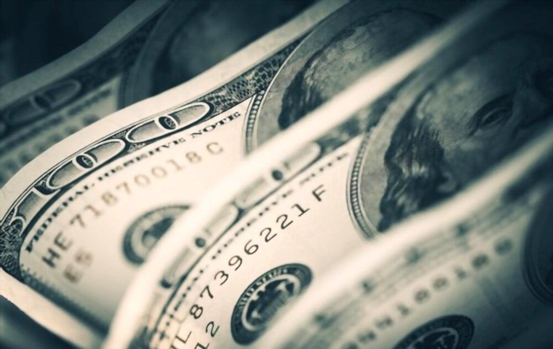 Qual o custo oculto de comprar dólares no Brasil